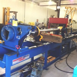 Hydraulic cylinder disassembly table